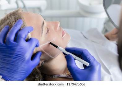 Doctor preparing female patient