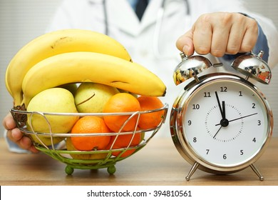 doctor is showing clock and fruit to patient to change eating habits know