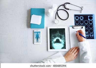 Doctor using his tablet-pc, close up