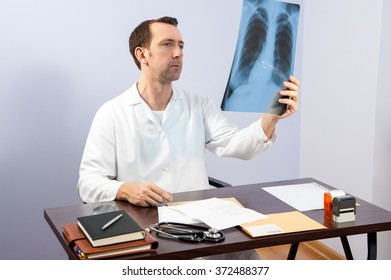 The doctor is watching radiographs to describe them / doctor office