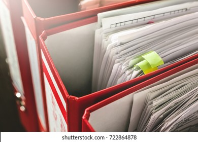 Document organozation. ring binders.
