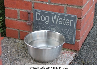 dog-water-sign-metal-bowl-260nw-18138443