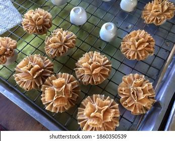 Dok Jok Thai dessert Crispy Lotus Blossom Cookie