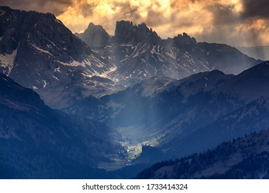 Dolomites between light and shadow