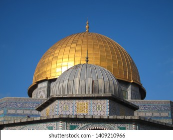 Dome of the Chain in Front of Dome of the Rock