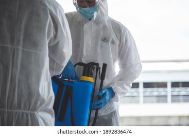 Domestic disease control experts are cleaning, disinfecting, outbreaks of deadly coronavirus cells, suitable for cleaning, disinfecting, health risks, outbreaks.