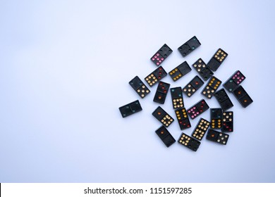 domino game,Colorful dominoes are arranged,White background