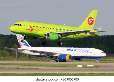 DOMODEDOVO, MOSCOW REGION, RUSSIA - 30 MAY, 2017: Airbus A319-114 VP-BHV of S7 Siberia Airlines landing at Domodedovo international airport