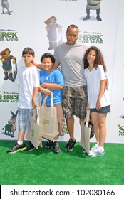 """Donald Faison and children at the """"Shrek Forever After"""" Los Angeles Premiere, Gibson Amphitheater, Universal City, CA. 05-16-10"""