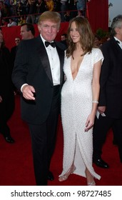 DONALD TRUMP & girlfriend at the 73rd Annual Academy Awards in Los Angeles. 25MAR2001.   Paul Smith/Featureflash
