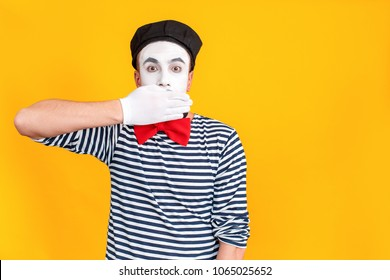 Don't say anymore. Mime man closed mouth his hands
