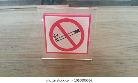 Dont Smoke Stockafbeeldingen Rechtenvrije Afbeeldingen En Vectoren