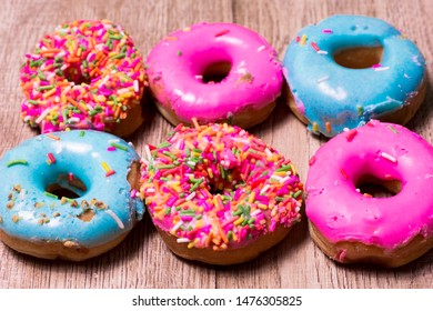 Donut Many colors are available on wooden floors.