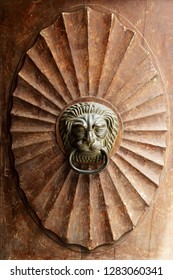 door handle in the form of a lion's head