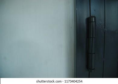 Door Hinges in Colour Black
