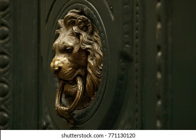 Door knocker in the shape of a golden lion