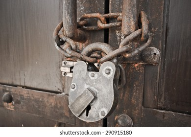 door lock by old lock and chain