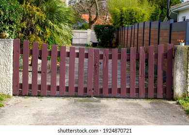 door wooden gate old fashion vintage in street view outdoor retro home entrance