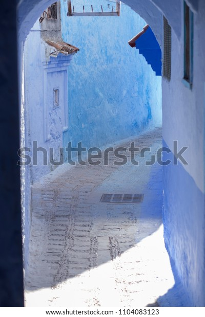 doors, streets, pots, blue colors in the Moroccan village of Chefchaouen4