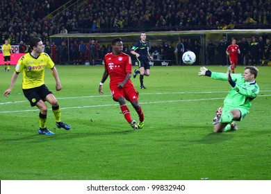 DORTMUND, GERMANY - APRIL 11: Manuel Neuer saves a shot from BVBs Robert Lewandowski during a Bundesliga match between BVB Dortmund & FC Bayern Munich, final score 1-0, on April 11, 2012, in Dortmund, Germany.