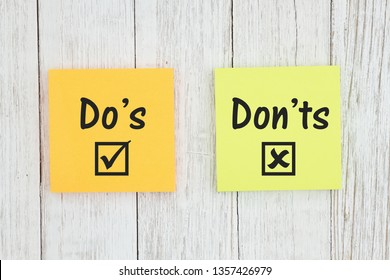 Do's and Don'ts for grammar on two sticky notes  on weathered whitewash textured wood