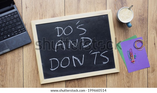 Do's and don'ts written on a chalkboard at the office