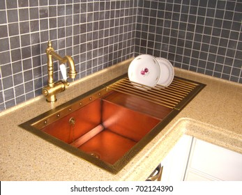 Double copper sink with a drying rack