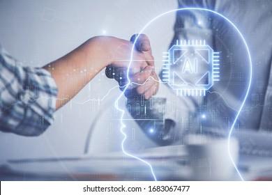 Doble exposición al holograma cerebral y apretón de manos de dos hombres. Asociación en el concepto de industria de TI.