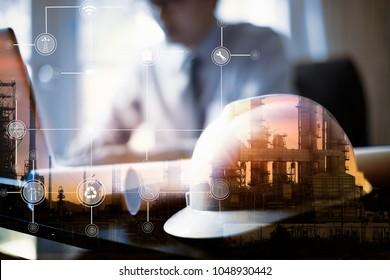 Doppelexposition des Ingenieurs mit dem Anlagenhintergrund der Ölraffinerien, industriellen Instrumenten in der Fabrik und Symbolen des physikalischen Systems