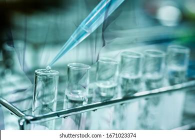 Doppelte Exposition Laborhintergrund im diagnostischen Coronavirus oder Covid-19-Virus.