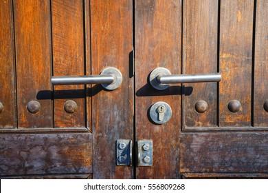 Double knob metal of wood brown door