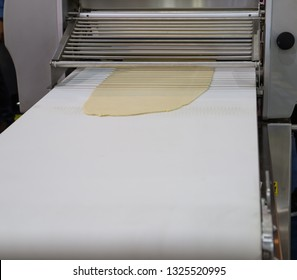 Dough sheeter machine for bakery production line