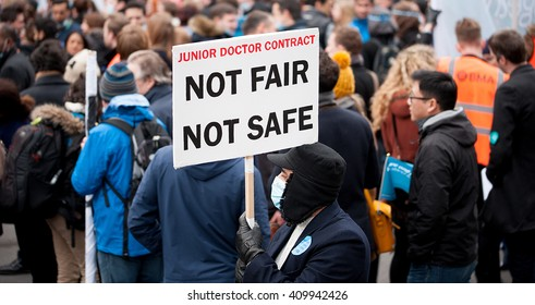 Downing Street, London, UK. 6th February 2016. EDITORIAL - Junior doctors and supporters march to Downing Street, central London, in protest of government plans to change NHS junior doctor contracts.