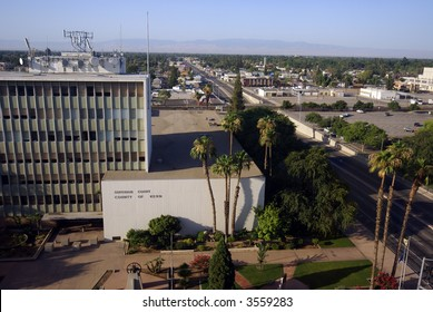 Downtown Bakersfield, California, Chester Avenue at Truxtun Avenue looking south with Kern County Superior Court in foreground