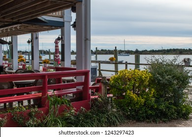 Downtown Beaufort North Carolina - Restaurants, waterfront dining, wine and coffee, scenes from the historic waterfront city in NC.