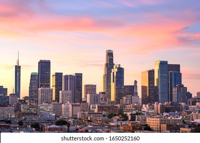 Skyline von Downtown Los Angeles bei Sonnenuntergang