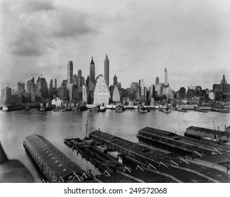 Downtown New York City skyline from Brooklyn, 1931. Towers in the financial District include the Singer Building, demolished in 1968 to clear the site for 1 Liberty Plaza. Photo by Irving Underhill.