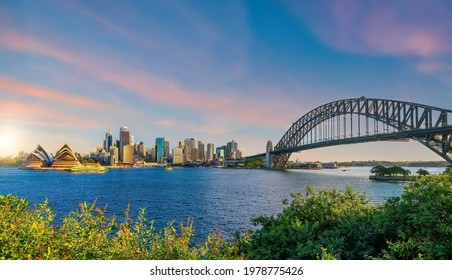 Downtown skyline cityscape of Sydney in Australia at sunset