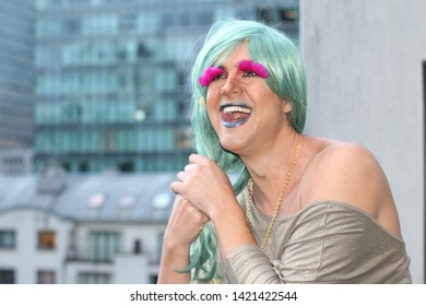 Drag queen with green hair and pink eyelashes