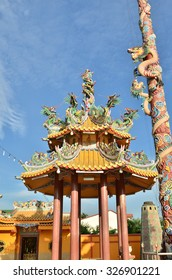 dragon on roof of chinese pavilion