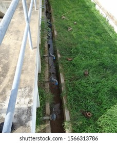 Drain pipe and sludge gutter