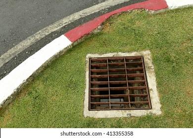 drain storm water of road