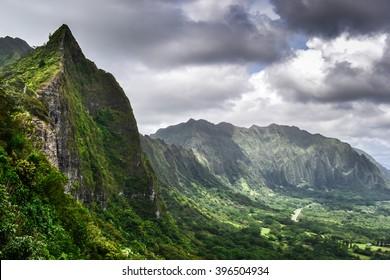 Dramatic Koolau Mountains along the East side of Oahu, Hawaii