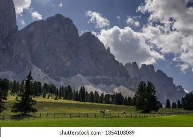 The dramatic Odle mountain range as seen from the trail to Malga Glatsch refuge from Brogles refuge, Funes valley, Puez-Odle Nature Park, Dolomites, South Tyrol, Italy