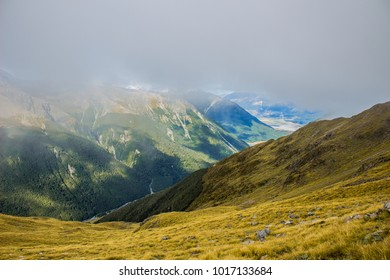Dramatic scenery over Southern Alps on  Avalanche peak track, Arthur´s Pass National Park, New Zealand