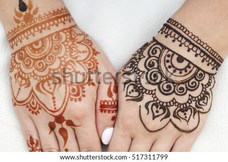 Drawing Henna Patterns On Her Arm Stock Photo Edit Now 517311799