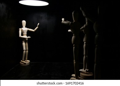 A drawing mannequin posing like it is singing and other mannequins cheering