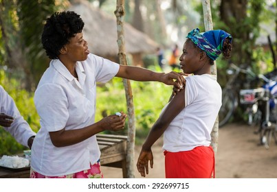 DRC, Democratic Republic of Congo. UNICEF mission against tetanus in September 2008. Doctor from UNICEF mission doing the tetanus vaccination.