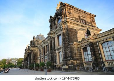 Die Dresdner Akademie - Blick auf die Vorderseite. Dresden, Sachsen, Deutschland, Europa.
