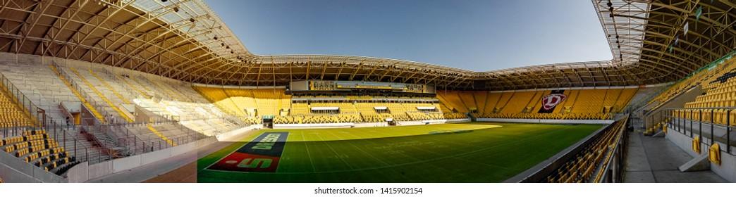 Tribune Stadion Stockfotos Bilder Und Fotografie Shutterstock